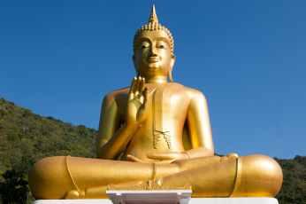 statue golden buddha sky